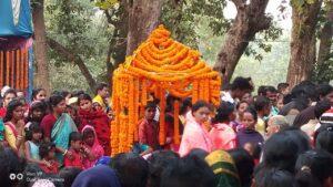 আজও পঞ্চমুন্ডি আসনে বসে চামুন্ডা রুপে পুজা করা হয় দরখলার বনদেবী মা দমদমার 2