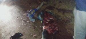 বিয়ের পাকা কথার আগেই বন্ধুর সাথে মোরাম বোঝাই ডাম্পারের ধাক্কায় চিড়ে চ্যাপ্টা হয়ে গেলেন যুবক! ডাম্পারে আগুন ধরলেন গ্রামবাসীরা, দেহ আটকে পুলিশকে ঘিরে বিক্ষোভ জনতার 2
