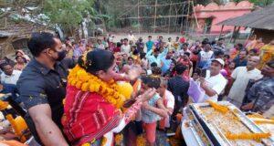 সেতু চাই, ভারতীকে দেখেই ঢল নামছে জনতার! ভিড় সামাল দিতে নাজেহাল নিরাপত্তা রক্ষীরা 2